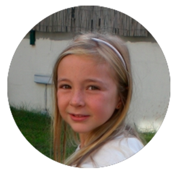 Ilana niña con artritis idiopática juvenil